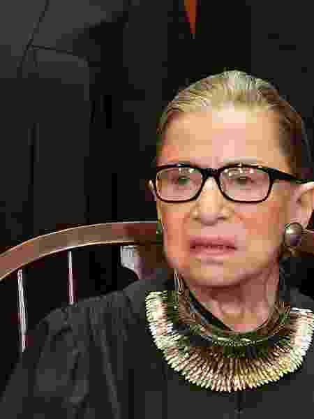 """Ruth Ginsburg com seu """"colar da divergência"""" - MANDEL NGAN - 30.nov.2018/AFP - MANDEL NGAN - 30.nov.2018/AFP"""