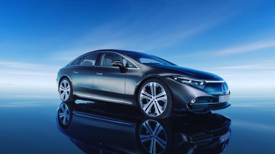 Visual externo do EQS transmite ar futurista, mas sem causar estranheza; modelo é primeiro da marca criado do zero como elétrico - Divulgação