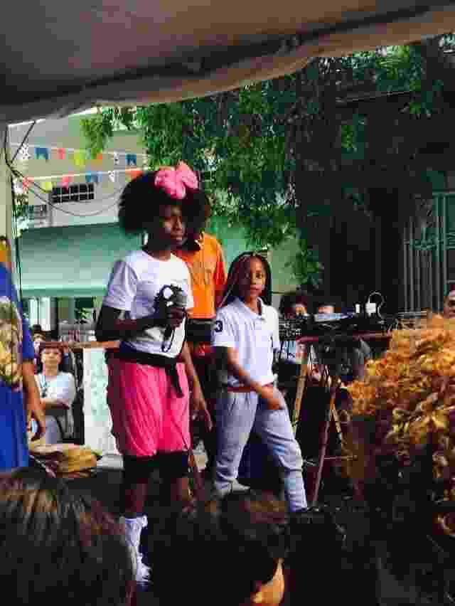 21.jun.2015 - MC Soffia, de 10 anos, se apresenta na Viradinha, e canta rap com letras maduras, trazendo a questão do racismo para o público do palco Biblioteca Monteiro Lobato. - Tiago Dias/UOL