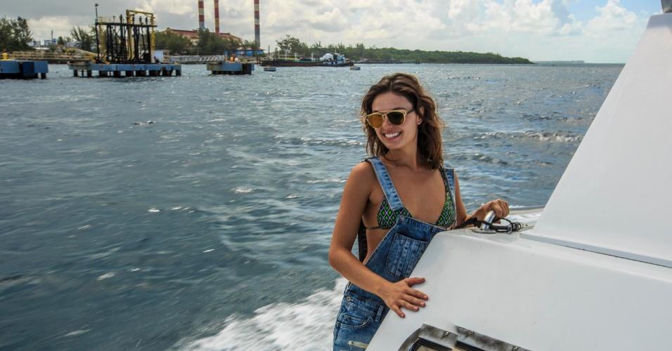 A atriz Isis Valverde em viagem às Bahamas