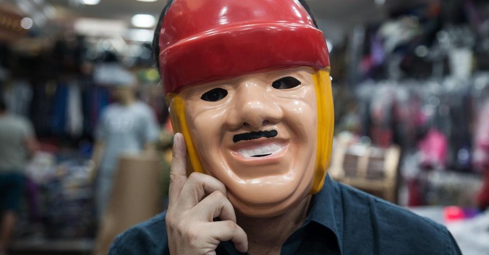 A máscara do Tiririca custa R$ 7 na loja Porto das Festas e Fantasias (Ladeira Porto Geral, 88 ? Centro/ SP)