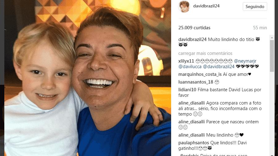 David Brazil posa ao lado do filho de Neymar em visita ao craque em Barcelona - Reprodução/Instagram