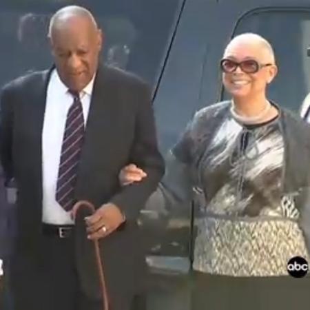 Camille Cosby chega de braços dados com Bill Cosby ao tribunal para mais um dia de julgamento - Reprodução/ABC