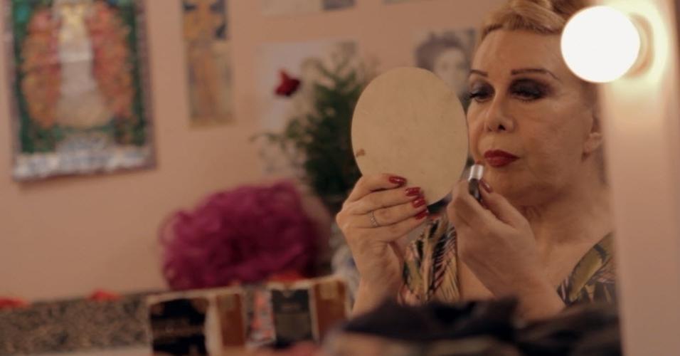 """Rogéria em cena do documentário """"Divinas Divas"""" (2016), dirigido por Leandra Leal"""