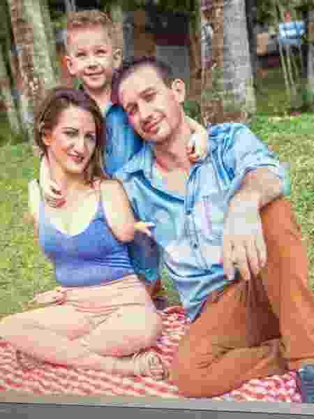 A psicóloga Lucinéia Baltazar nasceu sem o braço direito e parcialmente com o esquerdo - Arquivo pessoal - Arquivo pessoal