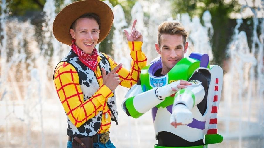 Jason Bitner e Garrett Smith se casaram como Woody e Buzz Lightyear - TIFFANY BRANDT PHOTOGRAPHY