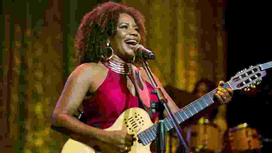 A cantora Margareth Menezes realiza sua live hoje às 20h - Celina