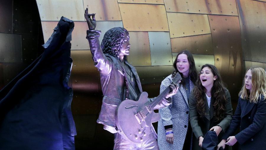Chris Cornell ganha estátua em Seattle - Ken Lambert/The Seattle Times via A