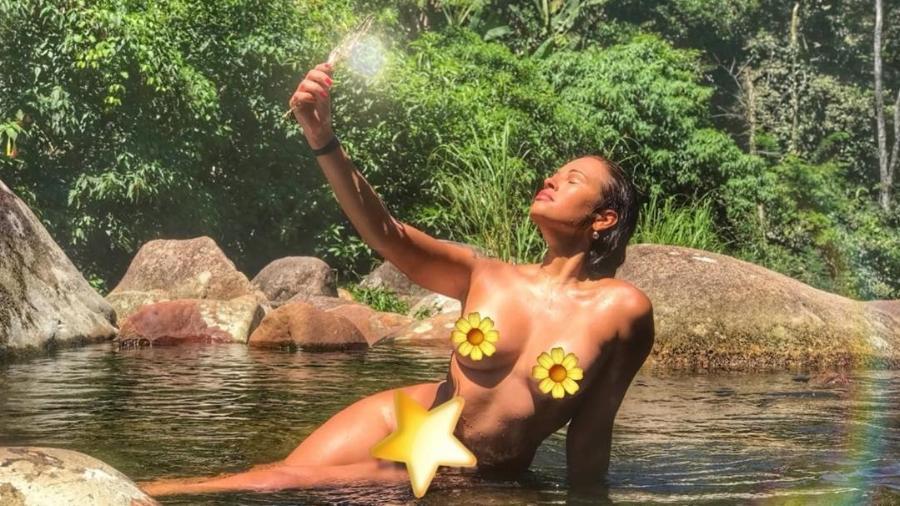 Ariadna compartilhou uma foto sensual e teve que fazer uma nova postagem por conta de denúncias em rede social - Reprodução/Instagram/@ariadna