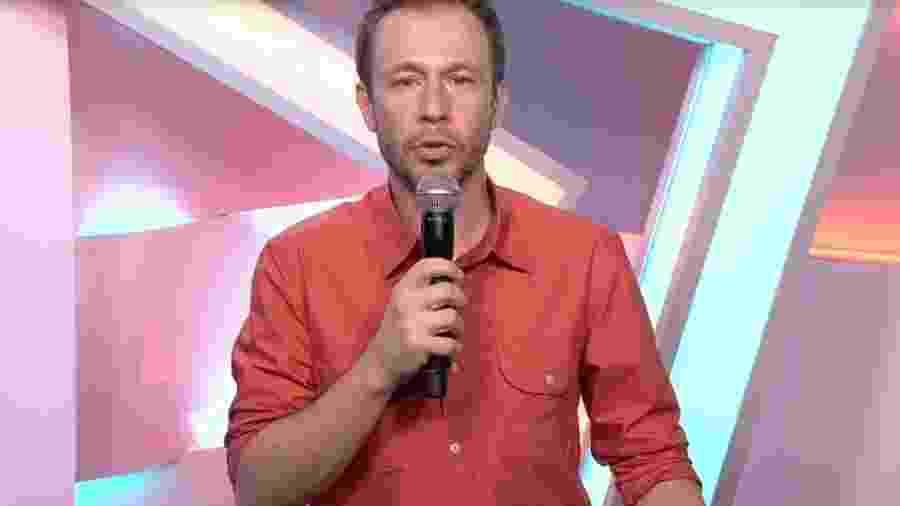 Tiago Leifert homenageia diretor Flávio Goldenberg - Reprodução/Globoplay