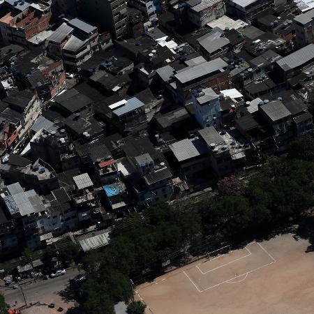 26 mar. 2020 - Vista aérea da favela do Rio das Pedras no Rio de Janeiro durante a crise do coronavírus; taxa de infecção nas favelas e periferias do Rio de Janeiro cresceu 103%, diz pesquisa - Ricardo Moraes/Reuters
