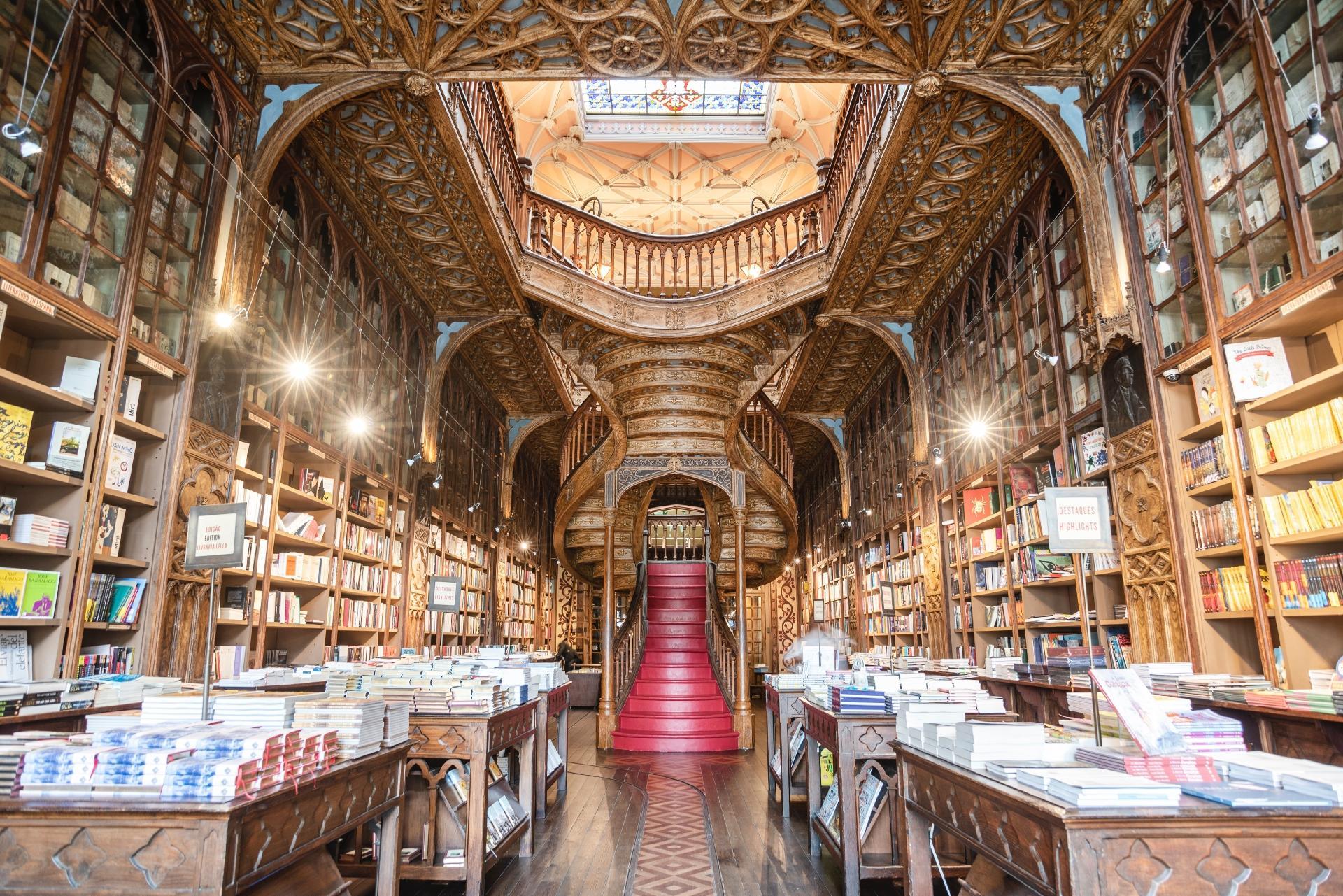 """Histórica livraria que inspirou """"Harry Potter"""" doa clássicos em drive thru  - 03/04/2020 - UOL Nossa"""