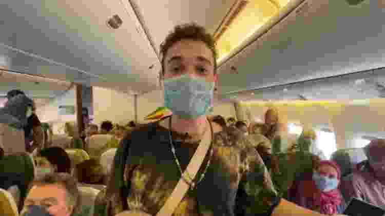 Rodrigo Airaf em seu voo de volta, que durou 24 horas - Arquivo pessoal - Arquivo pessoal