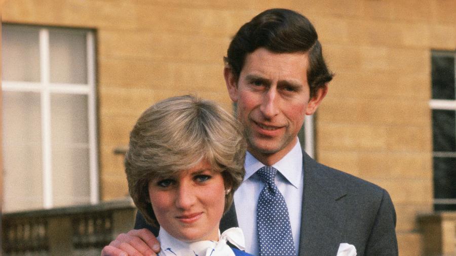 Princesa Diana e príncipe Charles no anúncio de seu noivado - Tim Graham/Getty Images e