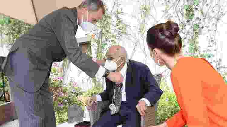 12.05.2021 - O rei Felipe VI dá medalha do Prêmio Cervantes para o poeta Francisco Brines - Getty Images - Getty Images