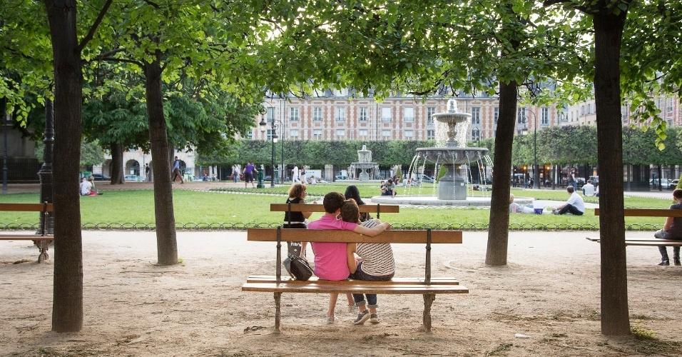 A Place des Vosges é um lindo espaço público de Paris, na França