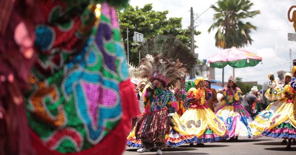 8.fev.2016 - O Encontro Nacional de Maracatus é a atração de Nazaré da Mata, a 65 km do Recife, em meio ao Carnaval pernambucano