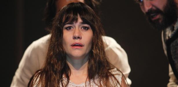 """A atriz Alessandra Negrini no espetáculo """"Sonata fantasma bandeirante"""" - Lenise Pinheiro/Divulgação"""
