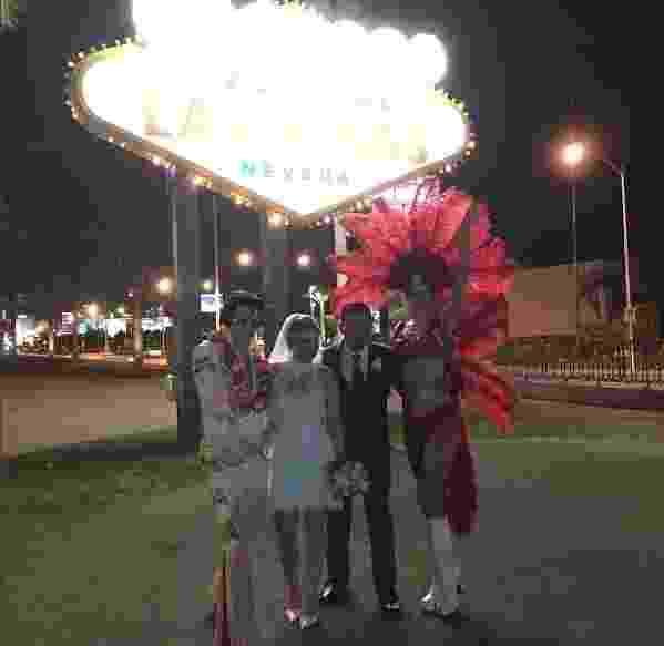 8.ago.2016 - Intérprete do boneco Louro José, Tom Veiga renova os votos de casamento em Las Vegas, Estados Unidos - Reprodução/Instagram/segredim_da_ale