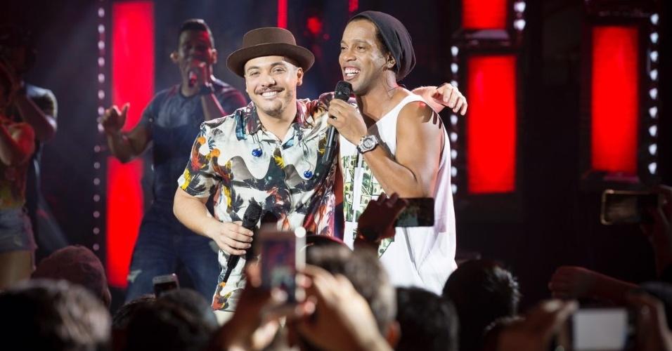Wesley Safadão com Ronaldinho Gaúcho durante a gravação do DVD