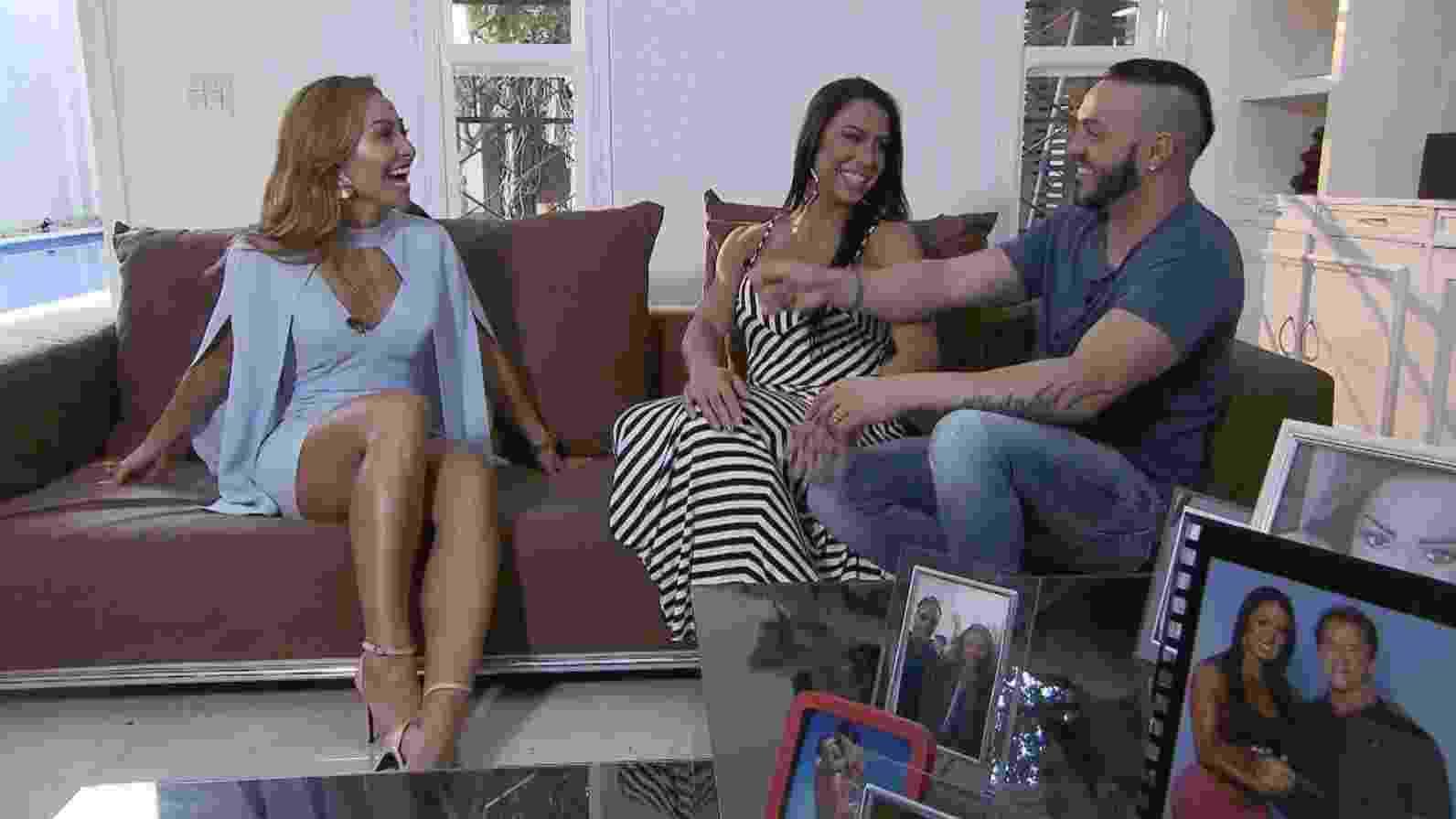 Gracyanne Barbosa e Belo abrem a casa para Sabrina Sato - Divulgação/Record TV