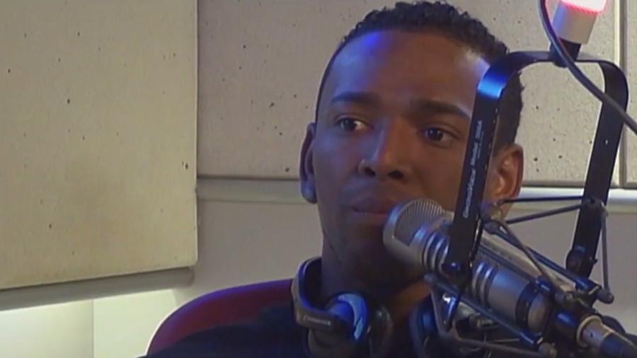 """Nego do Borel é entrevistado no programa """"De Cara"""", da rádio FM O Dia - Reprodução/Rádio FM O Dia"""