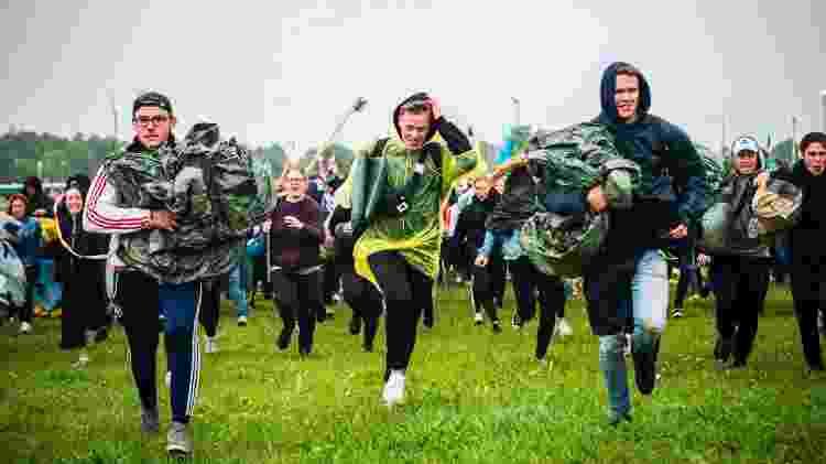 Público corre para conseguir um bom lugar para acampar no Festival de Roskilde - Ida Marie Odgaard/AFP Photo - Ida Marie Odgaard/AFP Photo
