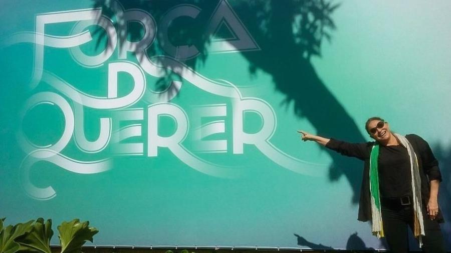"""Fafá de Belém na frente dos estúdios de """"A Força do Querer"""" - Reprodução/Instagram"""