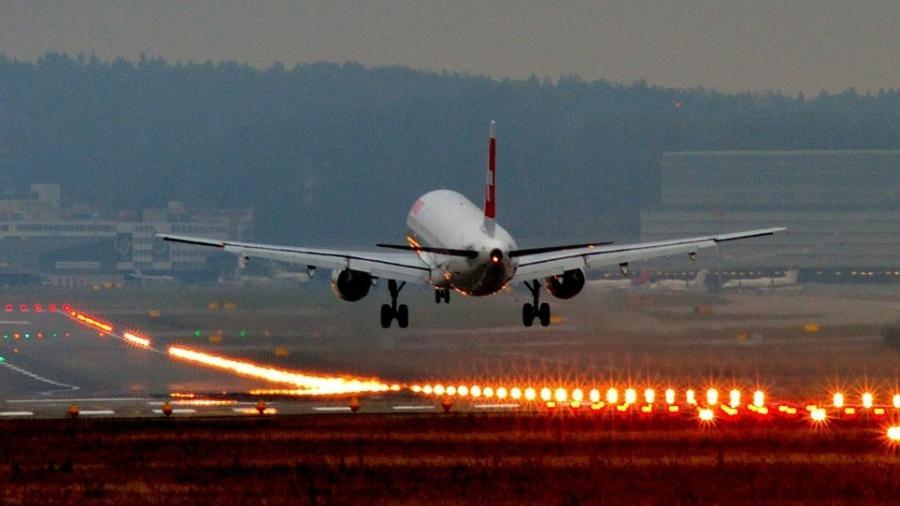 Velocidade de pouso e decolagem varia de acordo com o modelo do avião, peso e condições do clima - Kuhnumi/Creative Commons