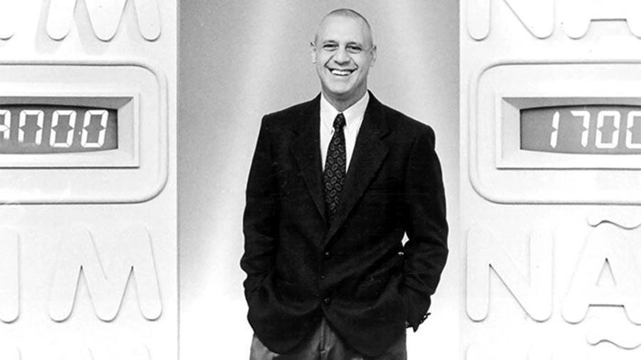 """Antonio Fagundes foi um dos primeiros apresentadores do """"Você Decide"""". Ele comandou o programa no início dos anos 90"""