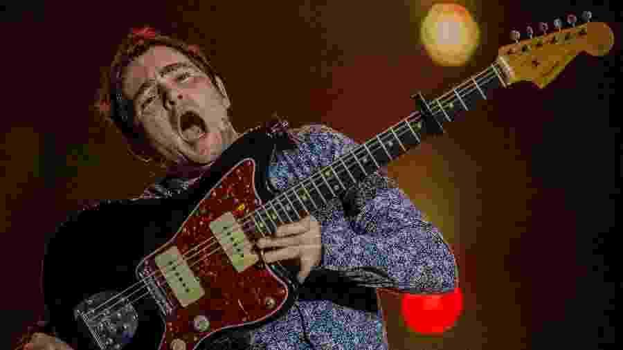 Samuel Rosa toca guitarra no show do Skank no Rock in Rio - Eduardo Anizelli/Folhapress