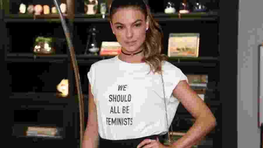 Isis Valverde com a camiseta da Dior - AgNews