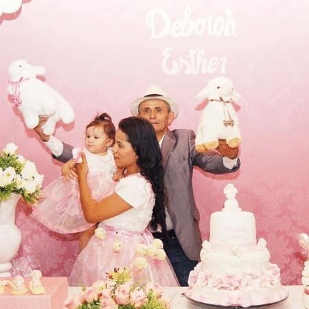Stefhany Absoluta com o marido, Roberto Cardoso, e Deborah Esther, filha deles - Reprodução/Instagram/stefhanycardosooficial