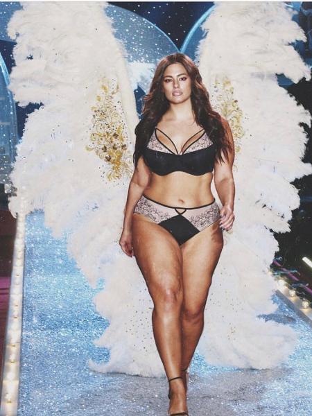Ashley Graham posta foto de lingerie e com asas e seguidores entendem como provocação à Victoria´s Secret - Reprodução Instagram