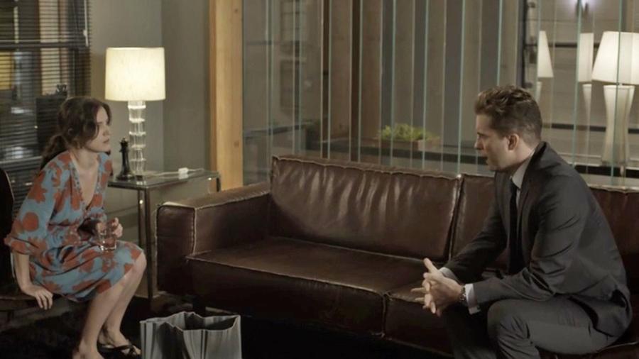 """Patrick faz um alerta para Clara em """"O Outro Lado do Paraíso"""" - Reprodução/Gshow"""
