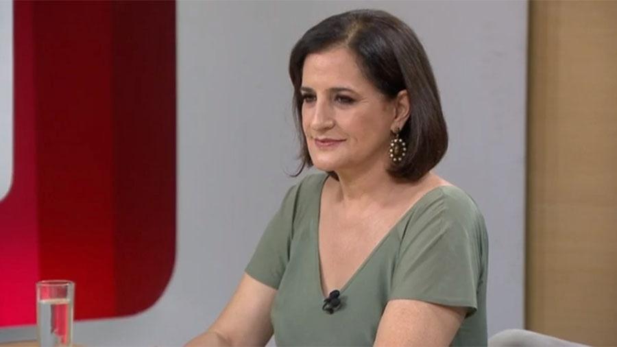 """Monica Waldvogel comandando o """"Entre Aspas"""", a GloboNews - Reprodução/Globo News"""