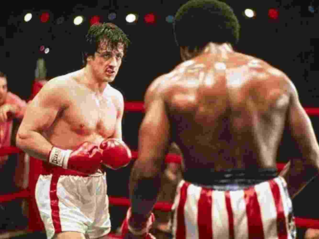 """Sylvester Stallone e Carl Weathers em cena de """"Rocky: Um Lutador"""" (1976) - Divulgação"""
