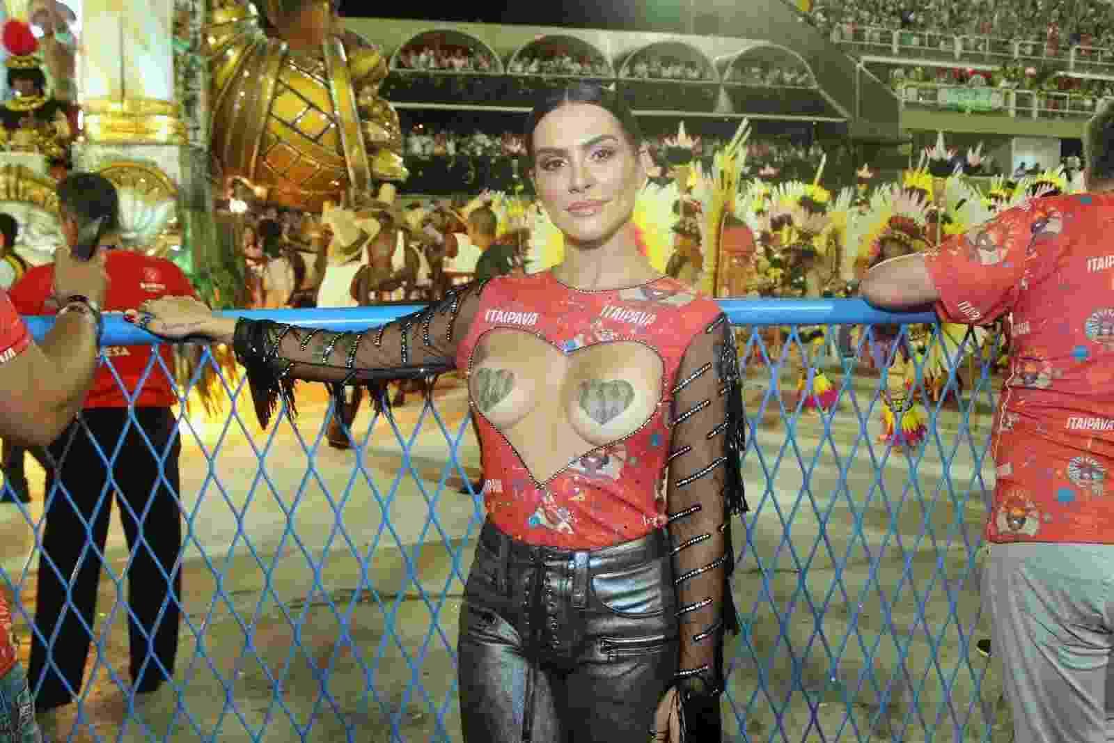 A atriz Cléo Pires usou adesivos para cobrir os seios. ''Vocês queriam lacração?'', provocou a atriz - Marcello Sá Barretto/Brazil News