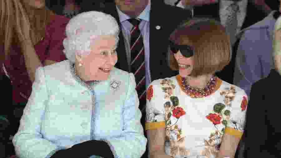 Rainha Elizabeth se senta ao lado de Anna Wintour na Semana de Moda de Londres - Getty Images