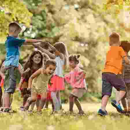 Brincar faz bem para a saúde e para o convívio social - iStock