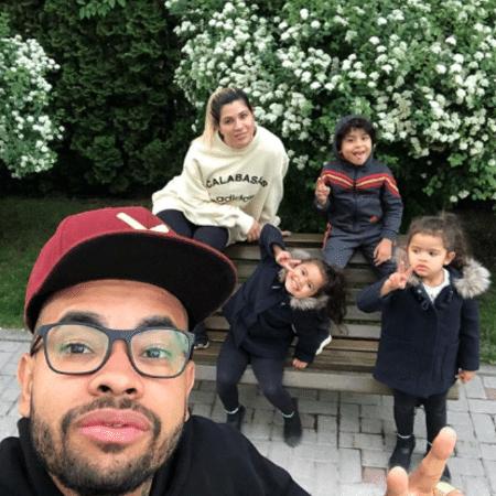 Dani Souza e Dentinho com os filhos, Bruno, Rafaella e Sophia - Reprodução/Instagram/mlkdentinho