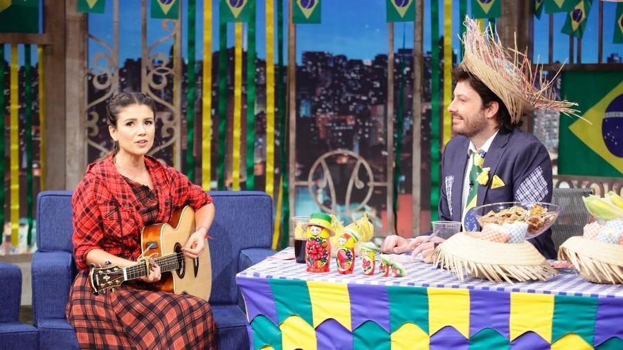 """Paula Fernandes no """"The Noite"""", com Danilo Gentili - Gabriel Cardoso/SBT"""