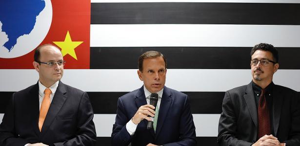 Doria (centro) anuncia que o atual ministro da Educação, Rossieli Soares (à esq.), será o seu secretário a partir do ano que vem - Marcelo Chello/CJPress/Folhapress