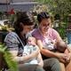Casal de lésbicas faz duplo tratamento: uma engravidou e as duas amamentam - Michelli Crestani