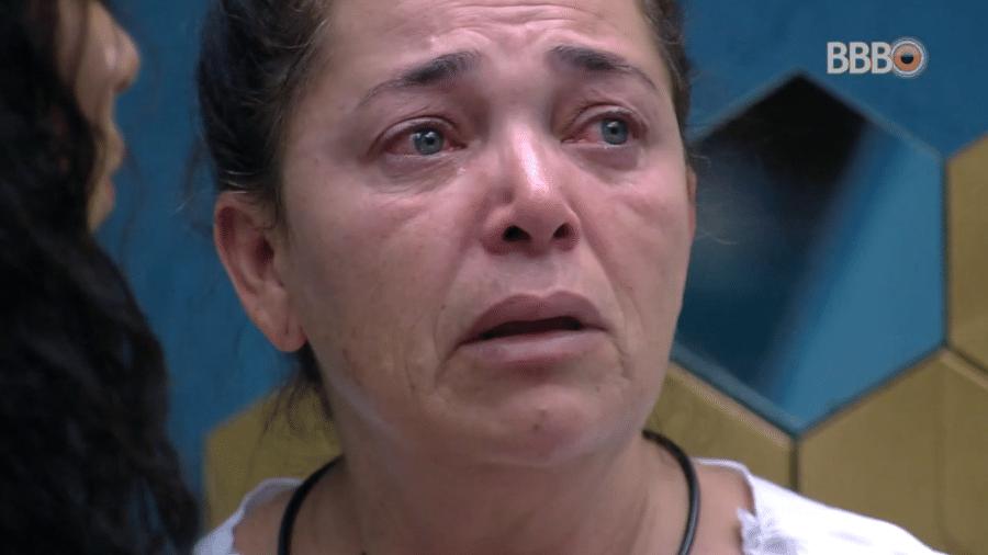 Tereza chora em conversa com Elana e reclama de covardia dos brothers - Reprodução/Globoplay