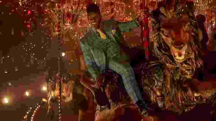 Mr. Nancy em cena da segunda temporada de Deuses Americanos - Divulgação - Divulgação