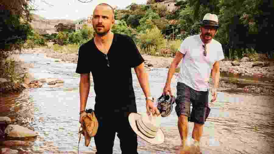 Aaron Paul e Bryan Cranston viajaram pelo interior do México a procura do mezcal perfeito - Reprodução