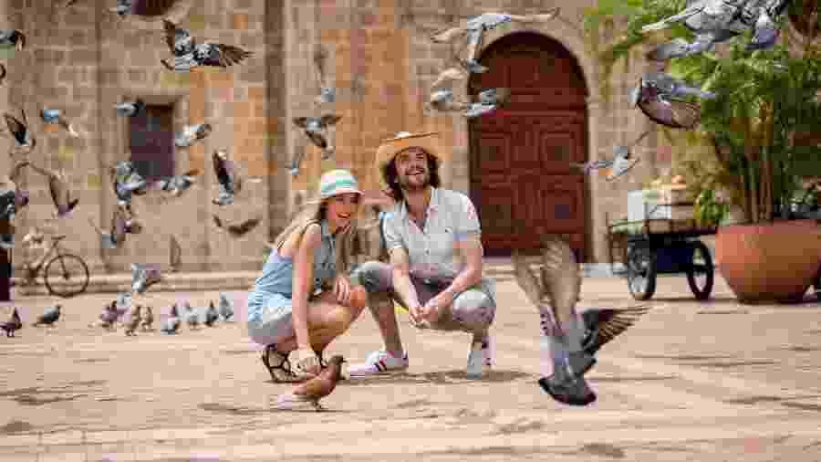 Turistas tiram fotos com pombos - Getty Images