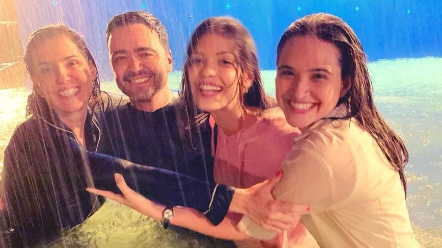 """Daniel Ortiz posa ao lado de Deborah Secco, Vitória Strada e Juliana Paiva em meio a """"furacão"""" - Reprodução/Instagram"""