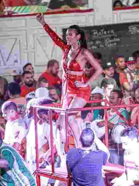 Pocah é acusada de estrelismo em ensaio na Grande Rio - Marcos Ferreira/Brazil News